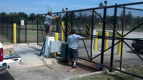 Florida-Gate-Masters-Techs-working